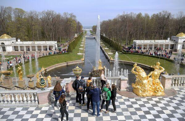 Il Canale Marittimo, lungo 535 metri e largo 12, che unisce il Gran Palazzo di Petergof al Mar Baltico - Sputnik Italia