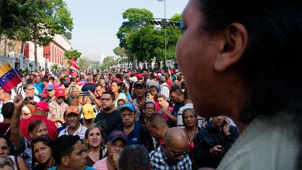 Manifestazione dei sostenitori di Maduro vicino al palazzo di Miraflores - Sputnik Italia