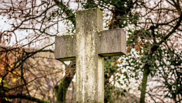 Una croce al cimitero - Sputnik Italia