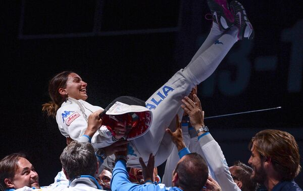 Rossella Fiamingo festeggiata dopo la vittoria - Sputnik Italia