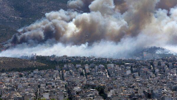L'incendio ad Atene il 17 luglio, 2015 - Sputnik Italia