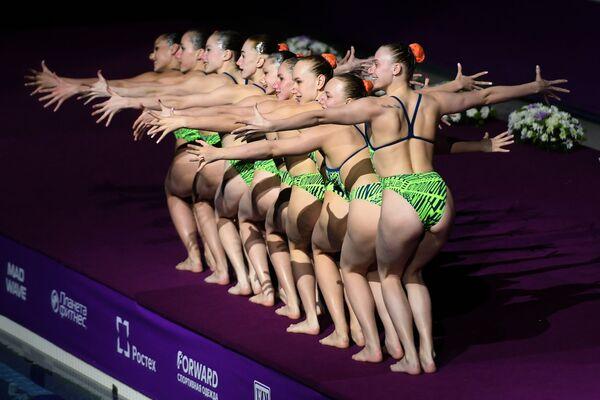 La nazionale bielorussa di nuoto sincronizzato all'evento di gala FINA a Kazan, Russia. - Sputnik Italia
