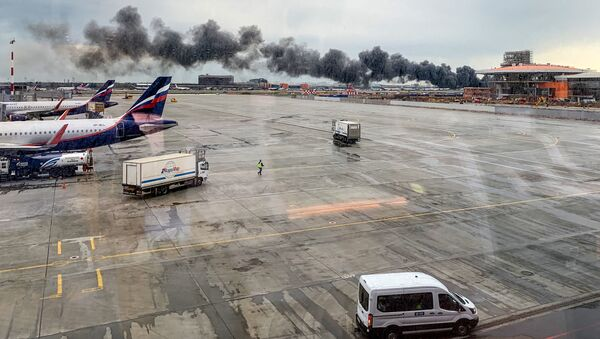 Il Superjet 100 dell'Aeroflot in fiamme a Sheremetyevo - Sputnik Italia
