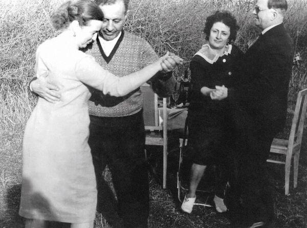 Hamazasp Babadzhanian insieme alla moglie Argun - Sputnik Italia