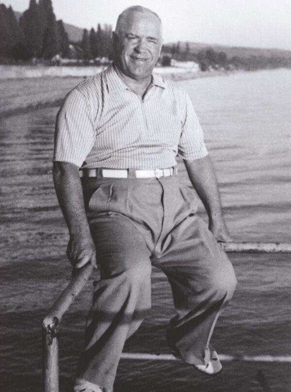 Il Maresciallo Georgiy Zhukov al mare a Sochi - Sputnik Italia