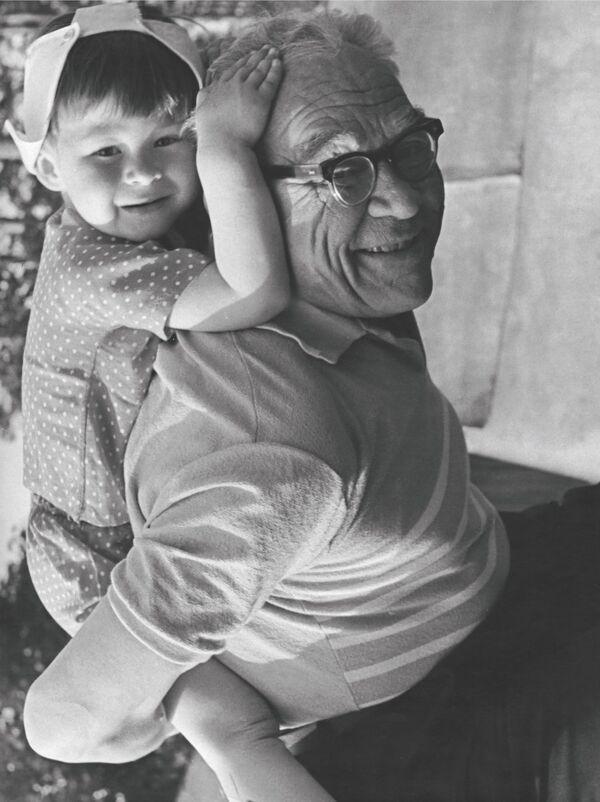 Il maresciallo Vershinin con suo nipote Andrey nel 1970 - Sputnik Italia