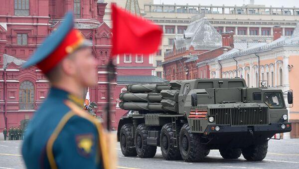 Il sistema d'artiglieria a reazione Smerch alla Parata della Vittoria 2019 - Sputnik Italia