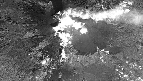 Immagine scattata dal satellite russo Resurs-P №1 raffigurante l'eruzione dell'Etna - Sputnik Italia