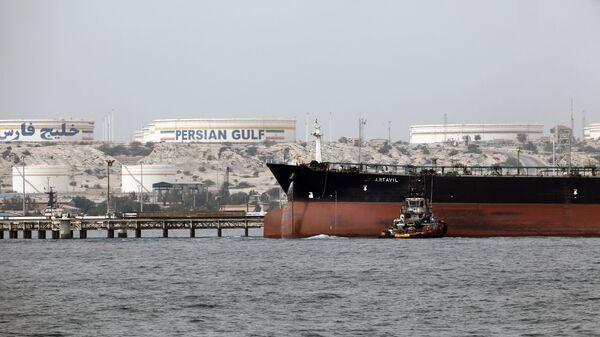 Petroliera iraniana nel Golfo Persico - Sputnik Italia