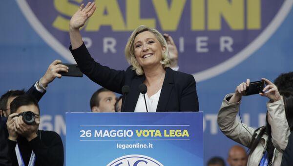 Marine Le Pen al comizio a Milano - Sputnik Italia