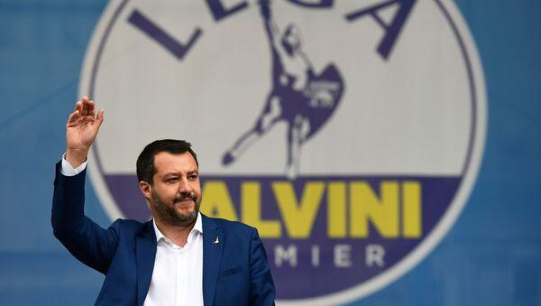 Matteo Salvini al comizio a Milano - Sputnik Italia