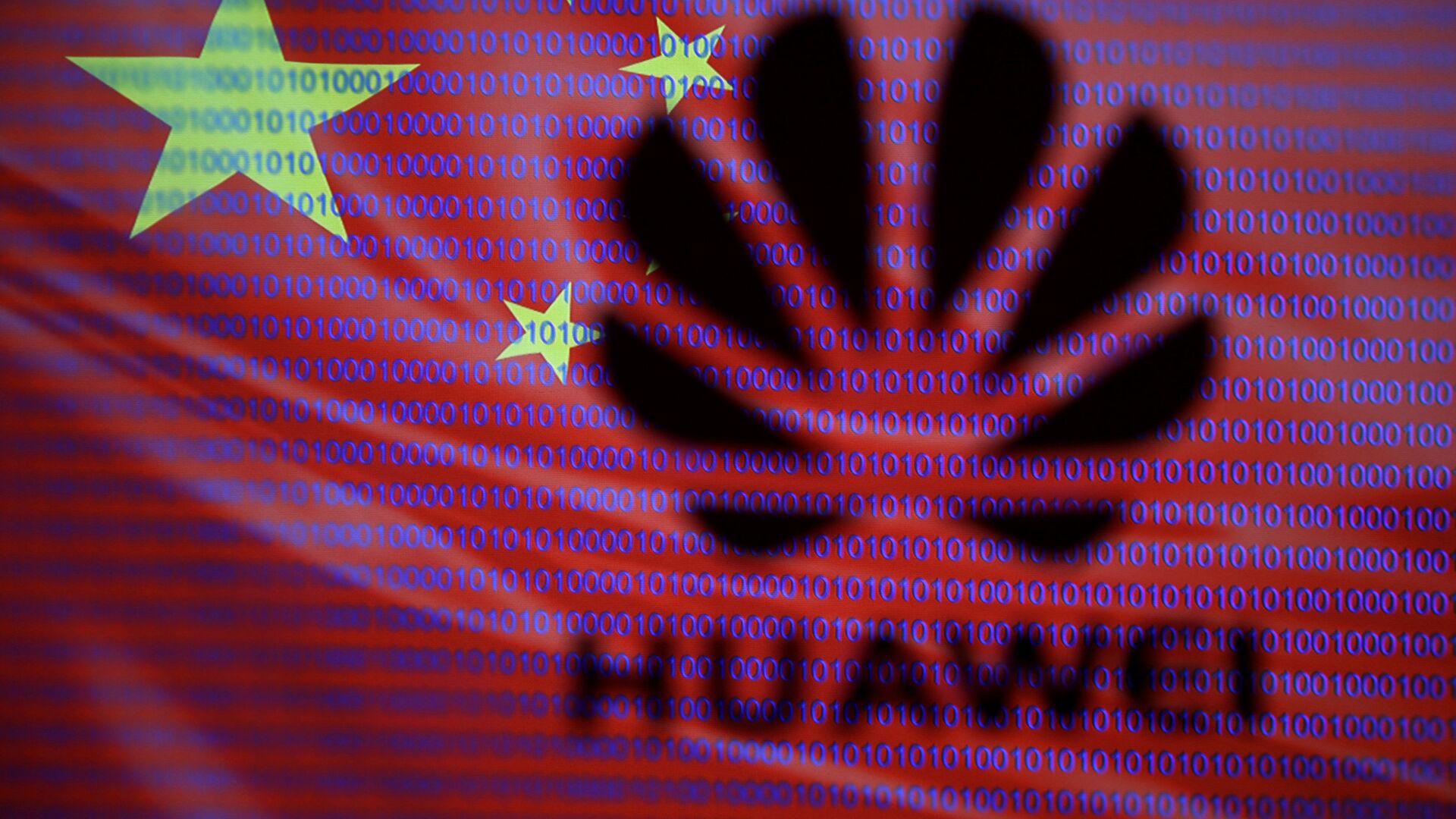 Logo di Huawei sullo sfondo della bandiera cinese - Sputnik Italia, 1920, 20.08.2021