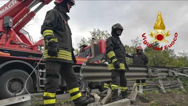 A Siena si ribalta autobus con turisti russi, 1 morto e 10 feriti (22 maggio 2019) - Sputnik Italia