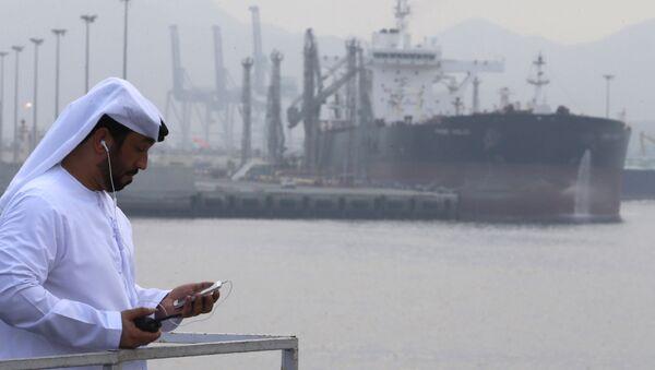 Petroliera nel porto di Fujaira, Emirati Arabi Uniti - Sputnik Italia