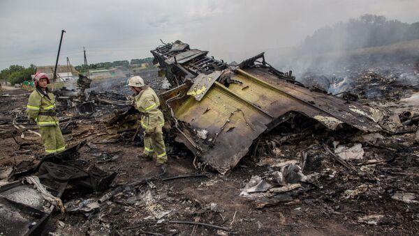 Спасатели на месте крушения малайзийского Boeing на Украине - Sputnik Italia