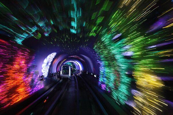 Il tunnel turistico del Bund a Shangai - Sputnik Italia