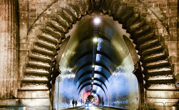 La galleria che passa sotto il Castello di Buda, a Budapest - Sputnik Italia