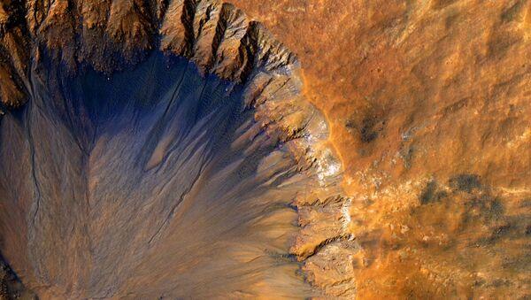 Cratere sulla superficie di Marte - Sputnik Italia