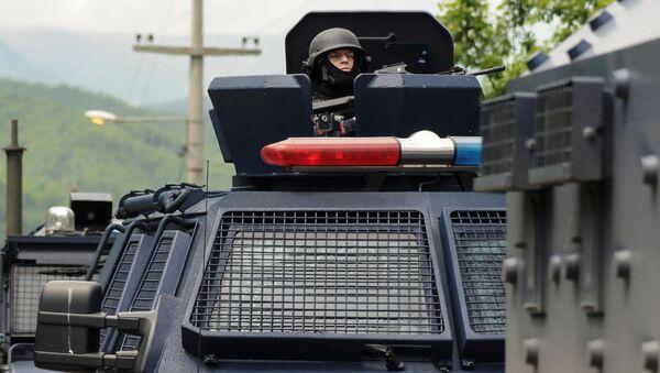 Полицейские Косово на дороге возле города Зубин-Поток - Sputnik Italia