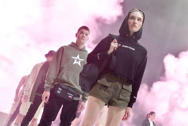 La nuova collezione del Black Star Wear ispirata dall'esercito russo. - Sputnik Italia