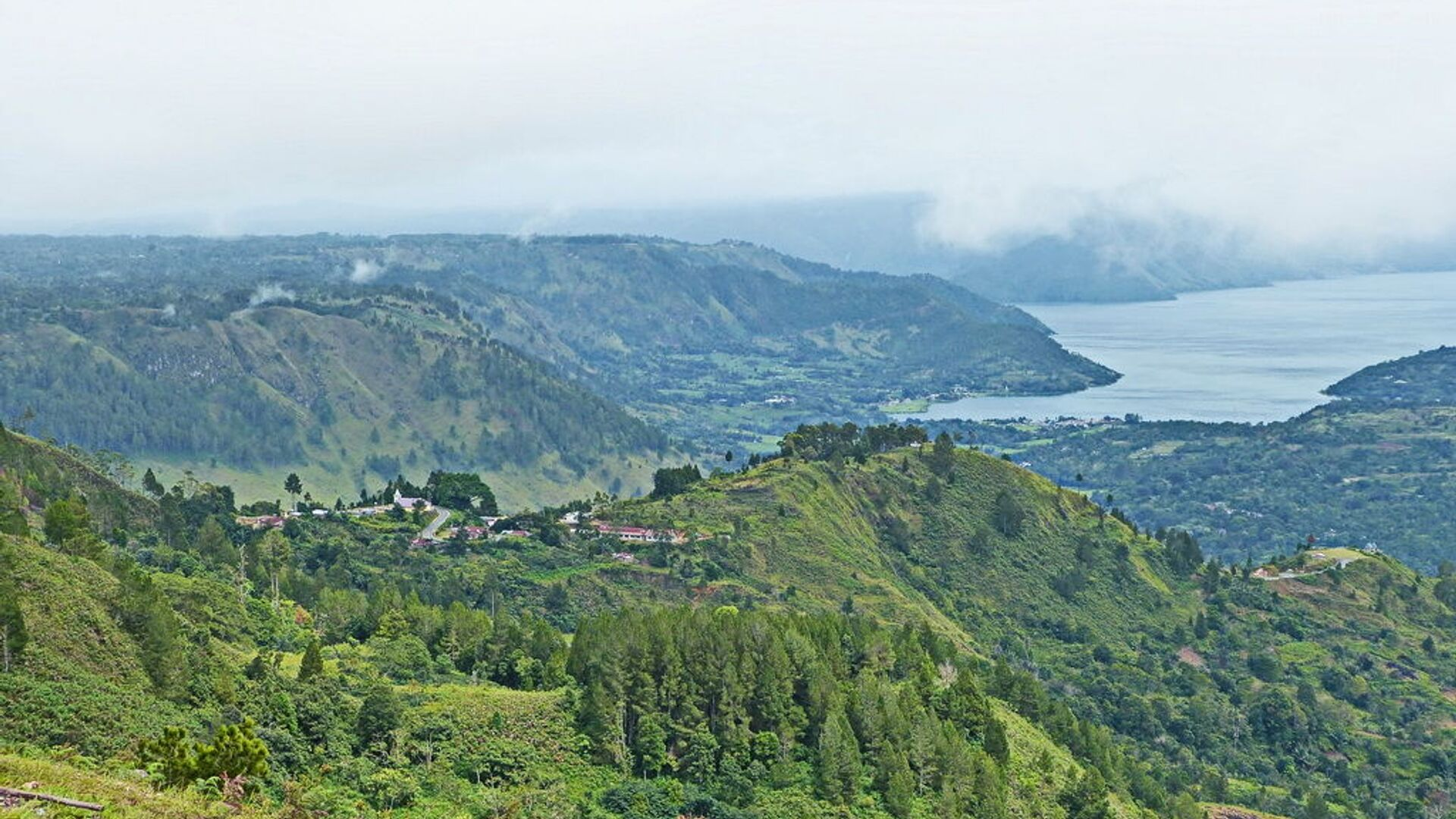 Lago Toba, isola di Sumatra, Indonesia - Sputnik Italia, 1920, 04.09.2021