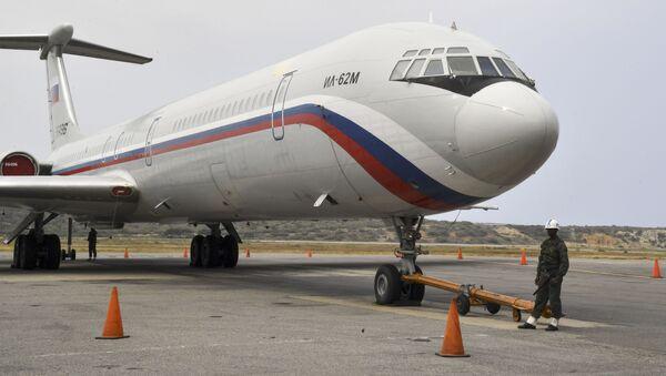 Aereo russo Il-62М nell'aeroporto Simon Bolivar in Venezuela - Sputnik Italia