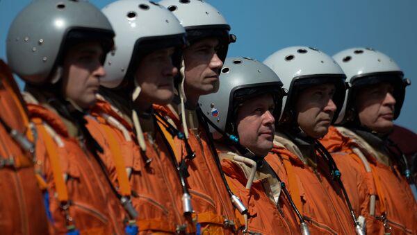 Piloti russi dopo l'atterraggio del bombardiere Tu-160 in Venezuela - Sputnik Italia