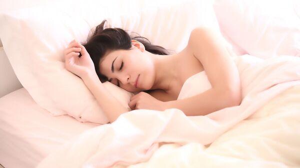 Una ragazza che dorme. - Sputnik Italia