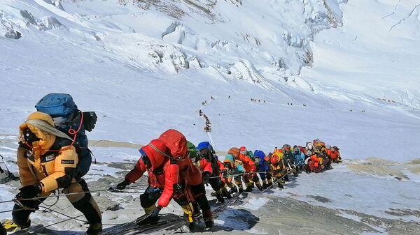 Scalatori sull'Everest in coda - Sputnik Italia