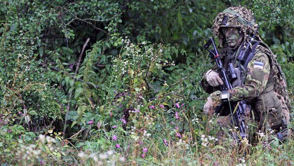 Soldato Estone durante esercitazioni NATO - Sputnik Italia