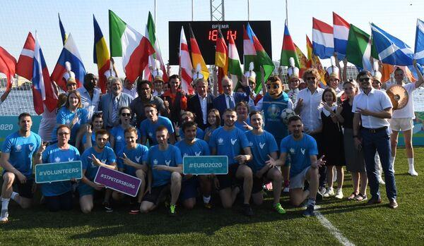 Ragazzi sul campo di calcetto del polo calcistico Euro-2020 a San Pietroburgo. - Sputnik Italia