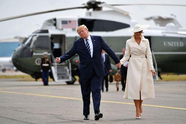 Donald e Melania Trump dopo le celebrazioni del 75esimo anniversario dello sbarco alleato in Normandia, Southampton. - Sputnik Italia