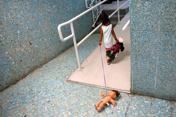 Una bambina dall'America Centrale in una casa di riposo cattolica, Texas. - Sputnik Italia