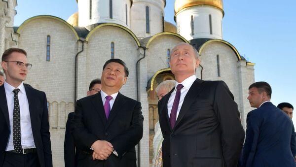 Il presidente cinese Xi Jinping e il presidente russo Vladimir Putin visitano il Cremlino a Mosca - Sputnik Italia