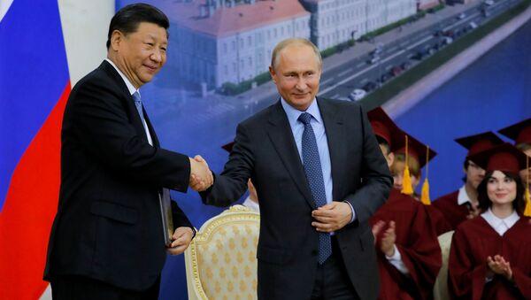 Xi Jinping e Vladimir Putin allo SPIEF 2019 - Sputnik Italia