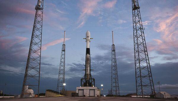Razzo vettore Falcon-9 di SpaceX con satellite Starlink - Sputnik Italia