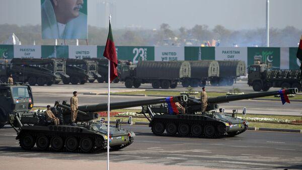 Parada militare a Islamabad in occasione della Festa del Pakistan - Sputnik Italia