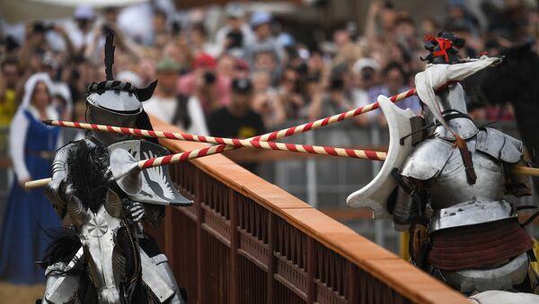 Il duello tra due cavalieri - Sputnik Italia
