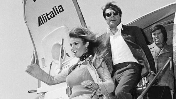 Mastroianni e Raquel Welch - volo Alitalia, 1966 - Sputnik Italia