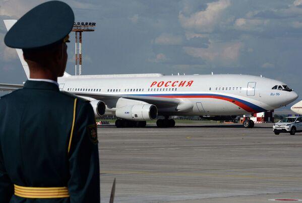 L'Ilyushin IL-96 del presidente russo Vladimir Putin - Sputnik Italia