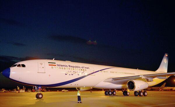 Il presidente iraniano Hasan Ruhani è atterrato a Bishkek da un Airbus А 340-300 - Sputnik Italia