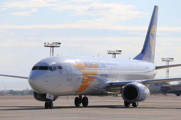 Invitato a Bishkek in qualità di capo di stato di un paese osservatore della SCO, il presidnete della Mongolia Khaltmaagiin Battulga ha effettuato il volo da Ulan Bator a Bishkek a bordo di un Boeing 737-800 della Mongolian Airlines  - Sputnik Italia