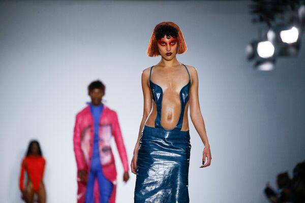 Modelle sfilano al Fashion East alla Settimana della moda maschile di Londra. - Sputnik Italia
