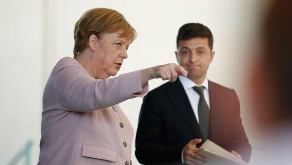 Il cancelliere tedesco Angela Merkel e il presidente ucraino Vladimir Zelenskij a Berlino - Sputnik Italia