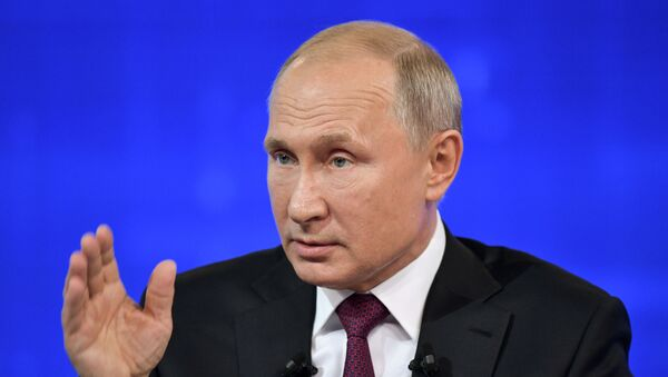 Putin durante l'annuale linea diretta - Sputnik Italia