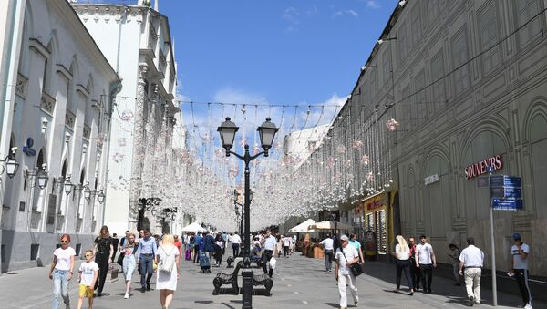 I lampioni nella centrale via Nikolskaya a Mosca - Sputnik Italia