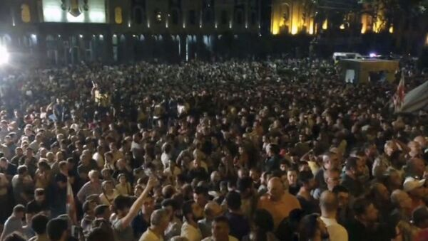 Georgia, manifestanti fanno irruzione nel palazzo del parlamento - Sputnik Italia