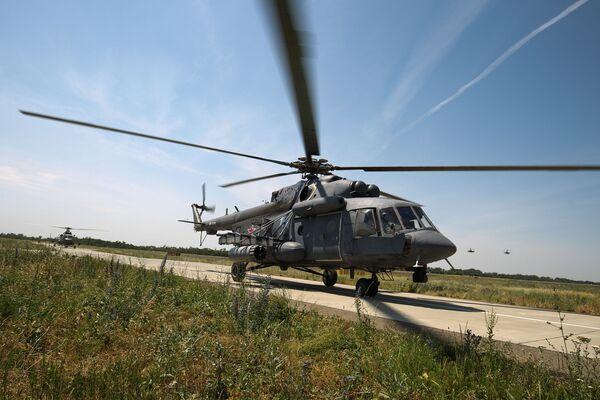 L'atterraggio di un elicottero MI-8  - Sputnik Italia