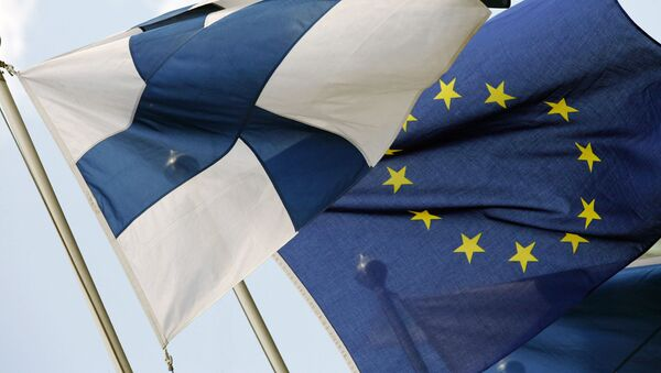 Bandiere della Finlandia e dellUE - Sputnik Italia