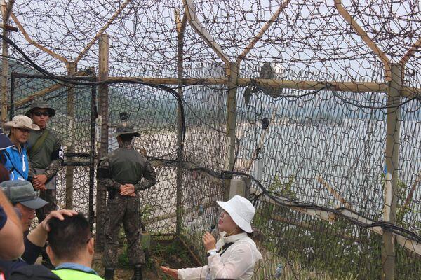 La guida fornisce istruzioni prima dell'entrata in una zona che per più di 70 anni è stata accessibile solo ai militari - Sputnik Italia